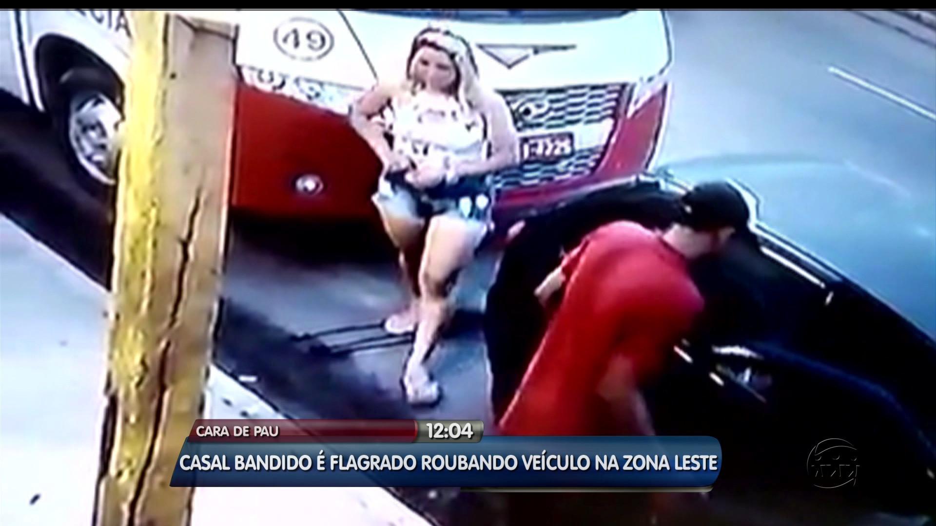 ''SEM VERGONHA'': HOMEM ROUBA CARRO E MULHER APROVEITA PRA FAZER XIXI - ALÔ AMAZONAS - 22\03\2017