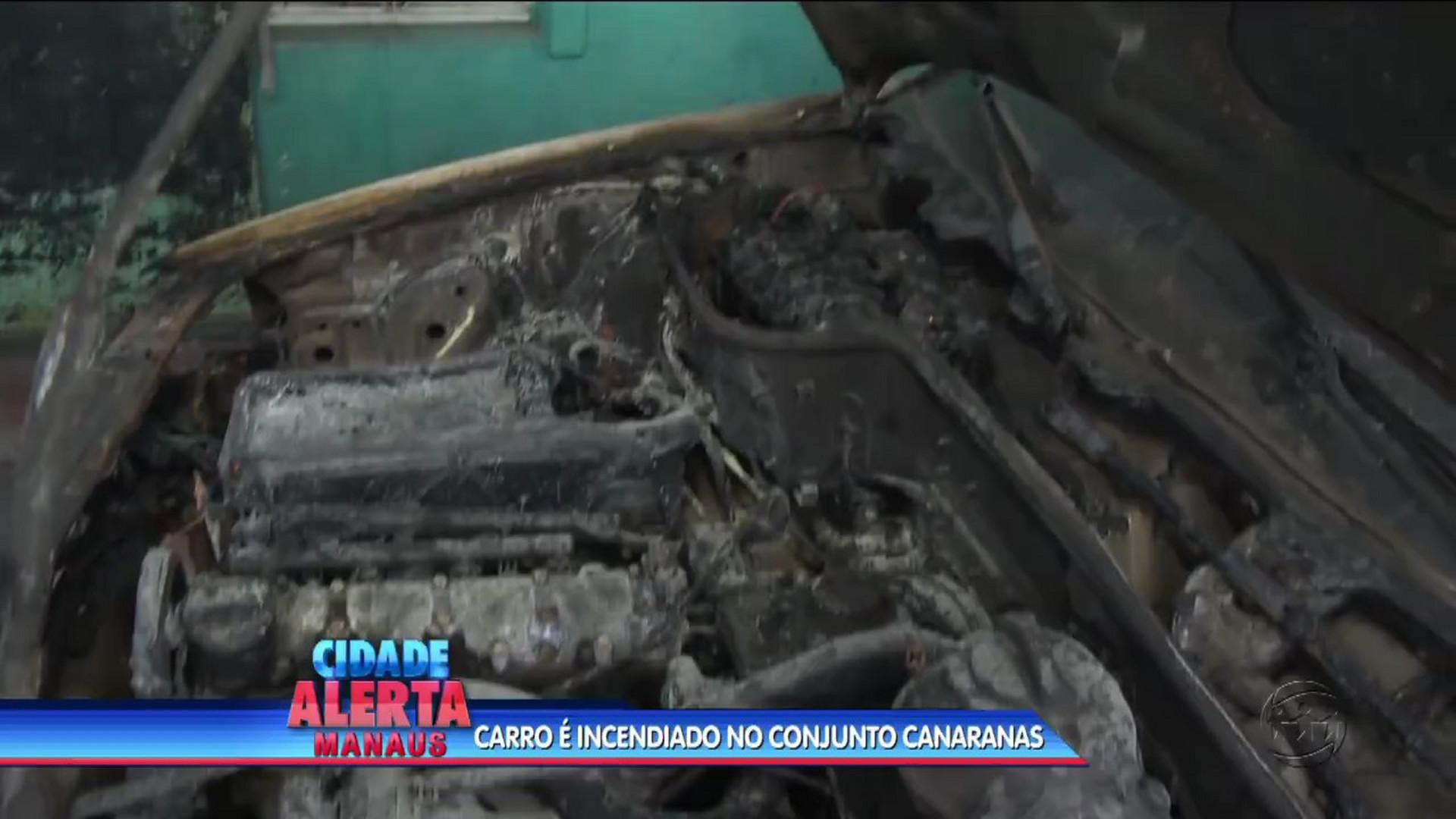 HOMEM ATEIA FOGO PROPOSITALMENTE EM CARRO - CIDADE ALERTA MANAUS - 15/08/17