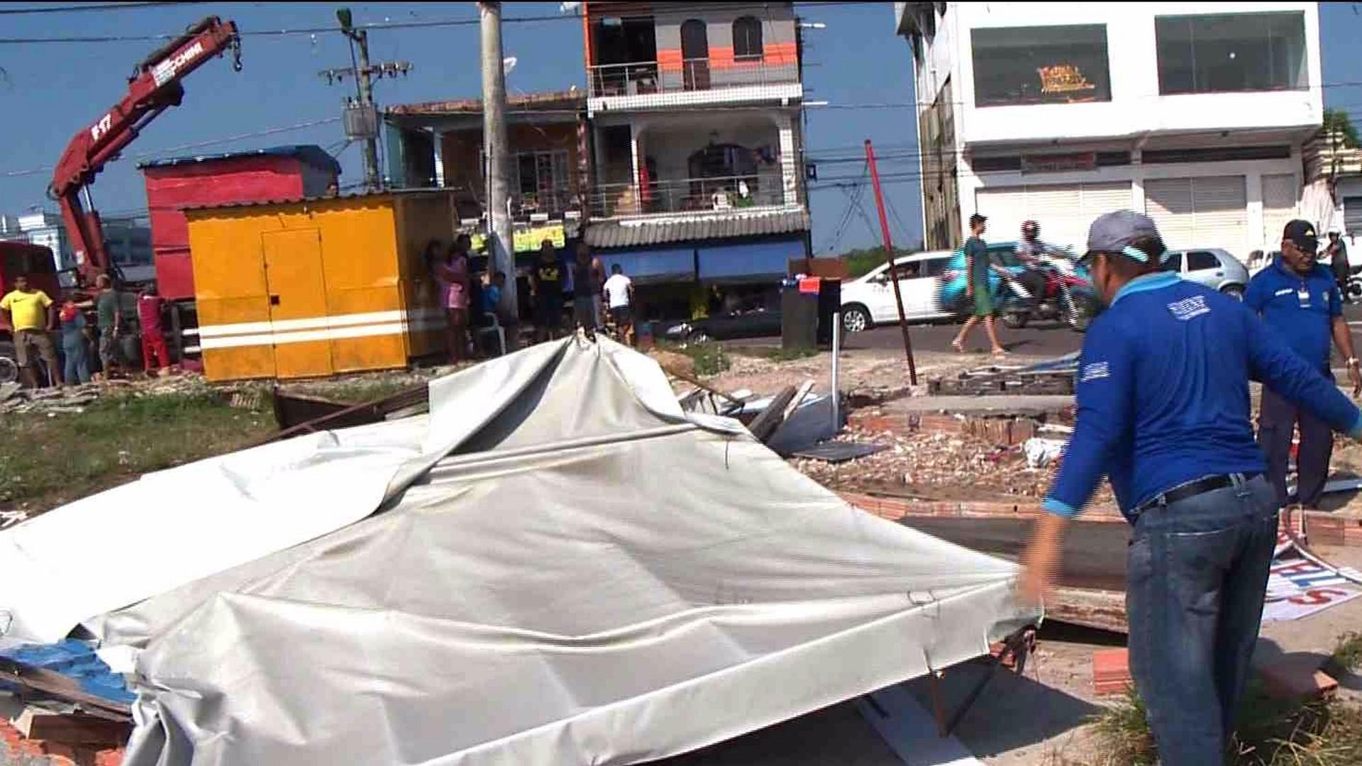 ORDEM JUDICIAL: AMBULANTES DESOCUPAM TERRENO NO ALVORADA - Alô Amazonas - 16/08/17