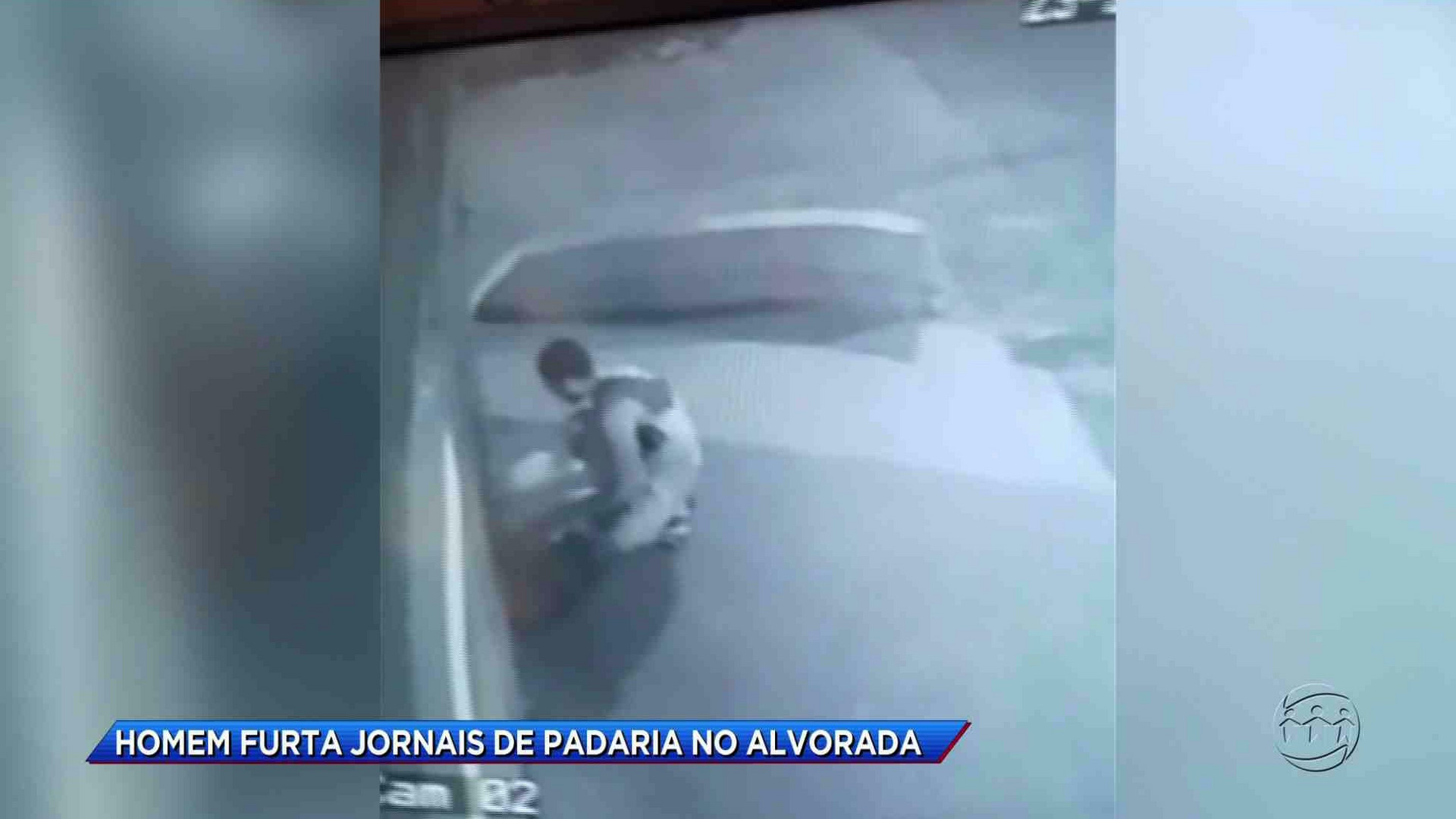 FLAGRANTE: HOMEM FURTA JORNAIS DE UMA PADARIA - Cidade Alerta Manaus 23/11/17