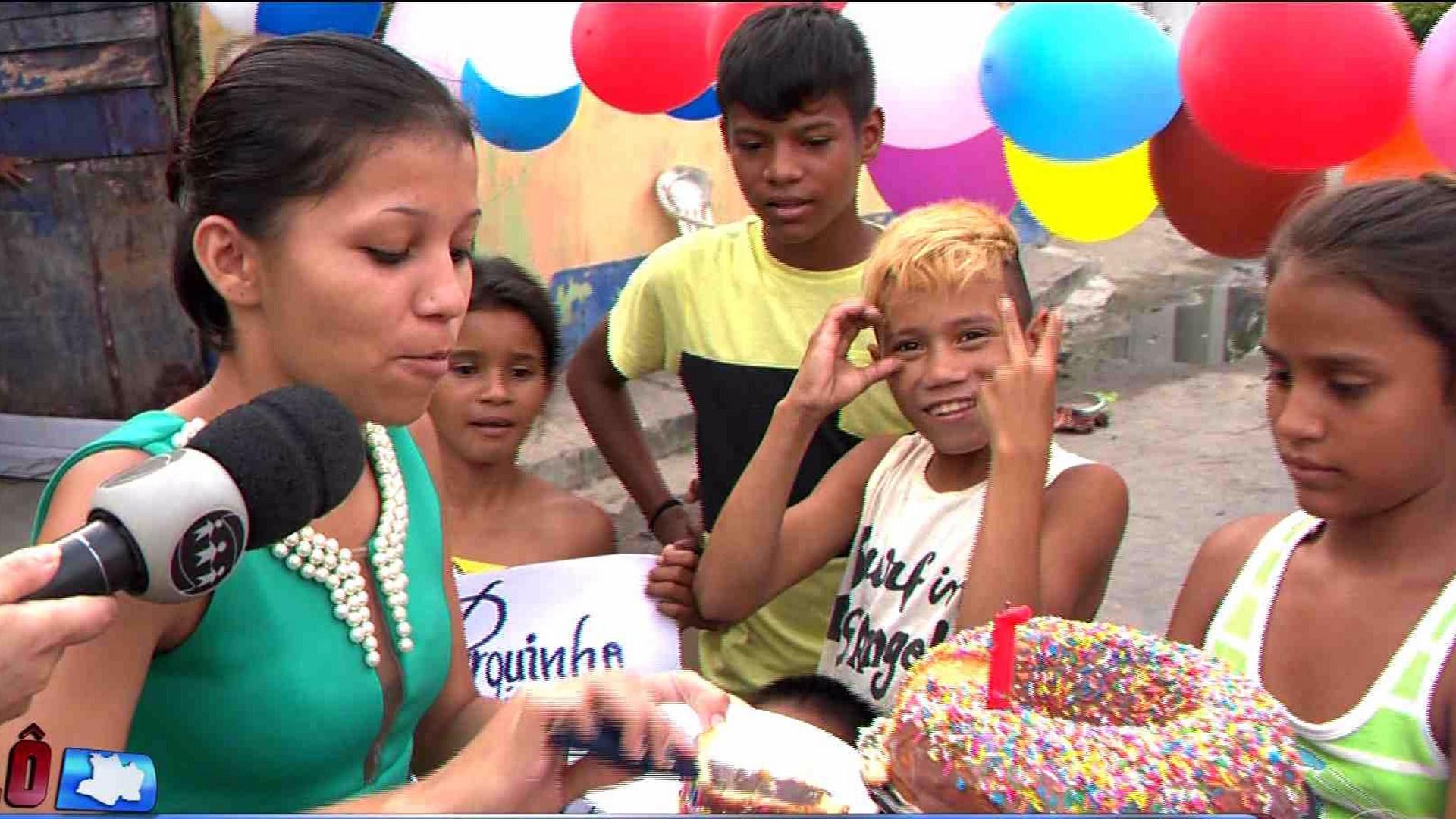 MORADORES FAZEM FESTA DE ANIVERSÁRIO NA RUA PARAÍSO - Cidade Alerta Manaus - 08/12/17