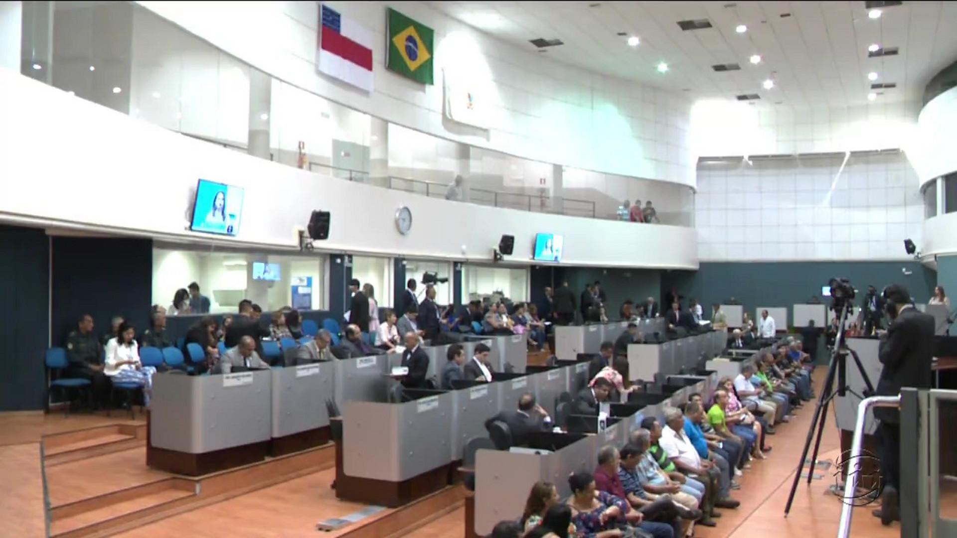 COMISSÃO PARLAMENTAR INVESTIGA MANAUS AMBIENTAL - A Crítica Na Tv - 12/12/17