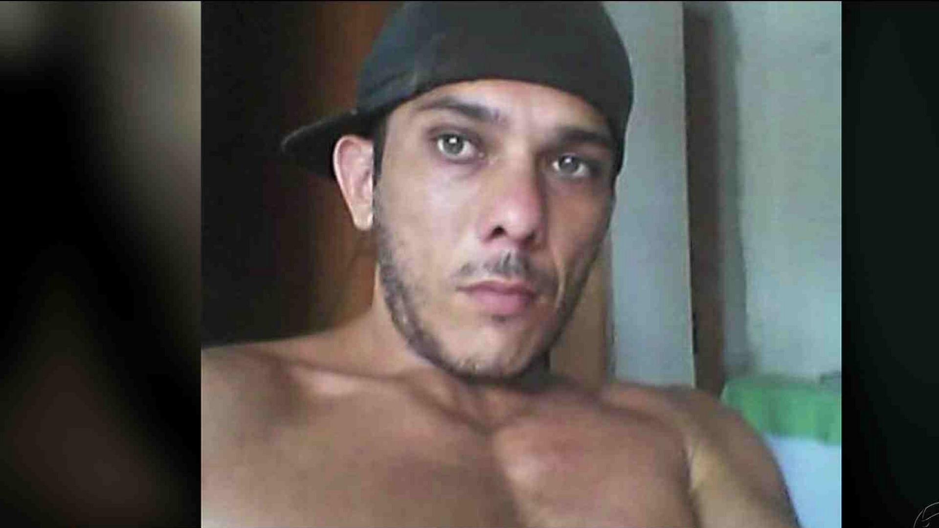 HOMEM ESPANCA EX- MULHER E ATEIA FOGO NA CASA DELA - Cidade Alerta Manaus - 15/12/17